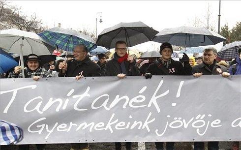 266 milliárdos pedagógusbér-emelés után nem a magyar kormánynak kell bocsánatot kérnie