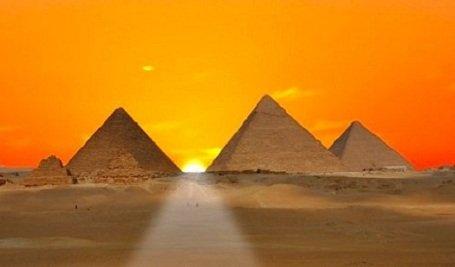 kiemelkedő piramisok gyanúja