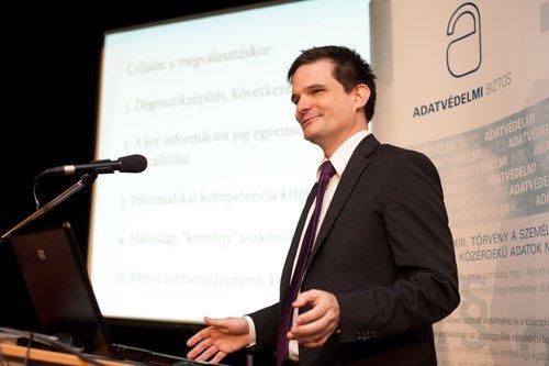 Jóri Andrást 2008-ban Sólyom László köztársasági elnök több elutasított jelöltje után az adatvédelmi biztos pozíciójára jelölte (a pártokkal való egyeztetés nélkül). Az Országgyűlés 306 igen és 40 nem szavazat ellenében megválasztotta országgyűlési biztossá.