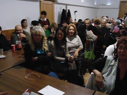 2013. november 23. Amman Étterem külön terme - Érdeklődők hallgatják a Bankcsapda Érdekvédelmi Civil Szervezet elnökségének előadását.