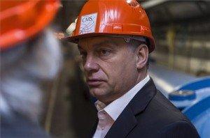 A Miniszterelnökség által közreadott, a CERN által készített képen Orbán Viktor miniszterelnök az Európai Nukleáris Kutatási Szervezet (CERN) genfi központjában 2014. január 12-én. MTI Fotó: CERN/Maximilien Brice