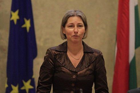 csobor-katalin-moratorium-ellen