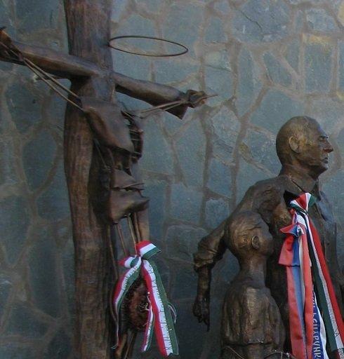 csurog-szobor-rongalas