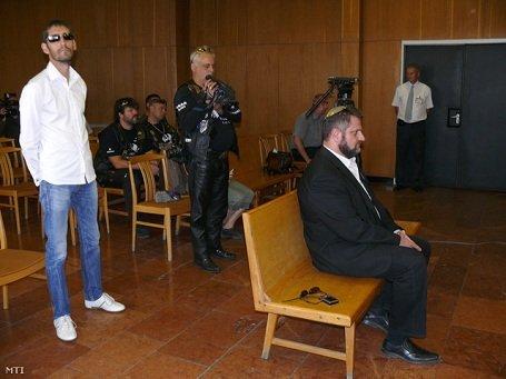 Megúszta a börtönt a Horthy-szobor rongáló baloldali aktivista Dániel Péter