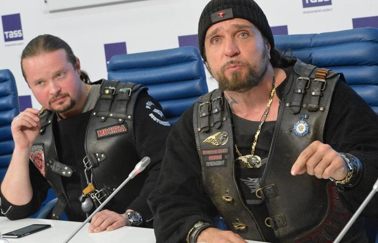 Alexander Zaldosztanov (jobbra) és Alexander Bobrovszky.