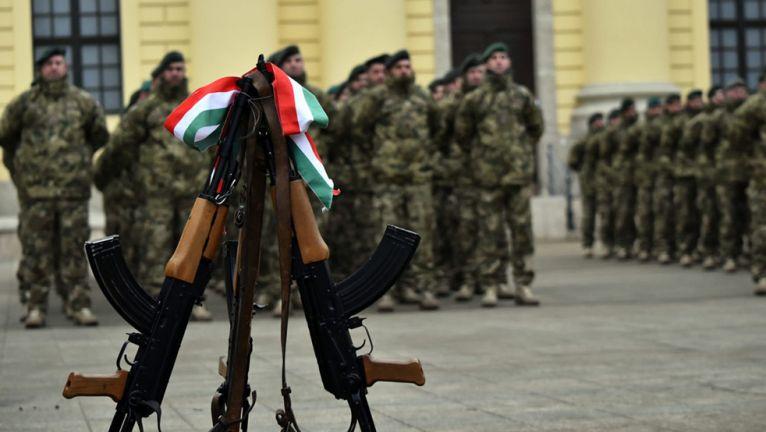 Erős, ütőképes Magyar Honvédséget!