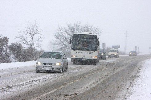 Országszerte téliesek az útviszonyok