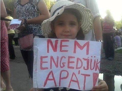 Kárpátalján folyamatosan tüntetnek az etnikai jellegű katonai behívások ellen!