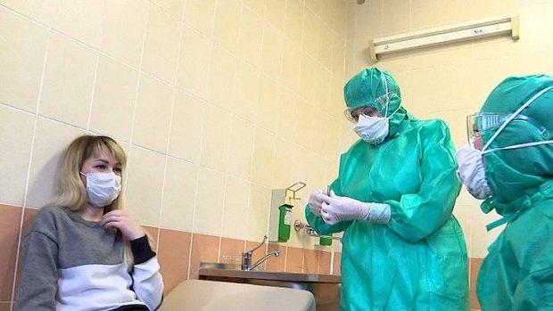 Oroszország figyelmezteti a fiatalokat és az aktív felnőtteket: A koronavírus nem csak az idősebbeket fertőzi!