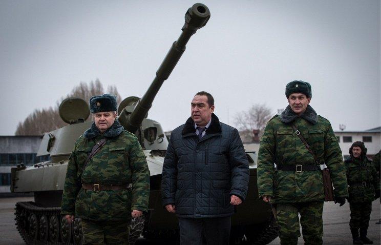 Igor Plotnisky (középen) önvédelmi milíciák © Stanislav Krasilnikov / TASS