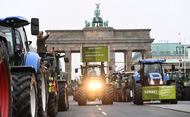 megszalltak-berlint-a-nemet-gazdak