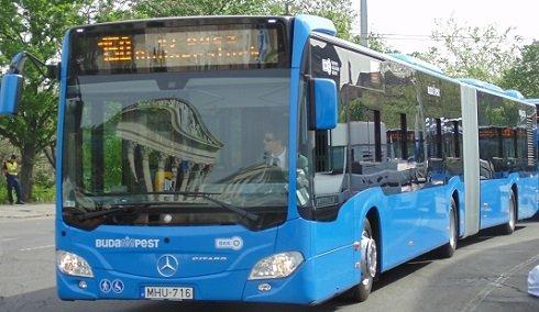 Ünnepélyes buszátadás után az új Mercedes Citaro autóbusz Budapesten, a Hősök terén