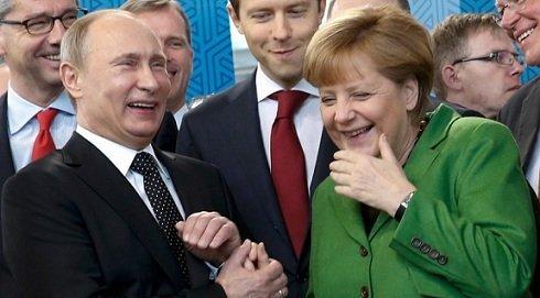 """Merkel újabb """"szankciókat"""" fontolgat Putyin ellen"""