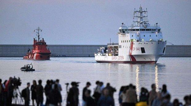 Az olasz partiőrség hajója spanyol kikötőbe kényszerítette a migránsokat