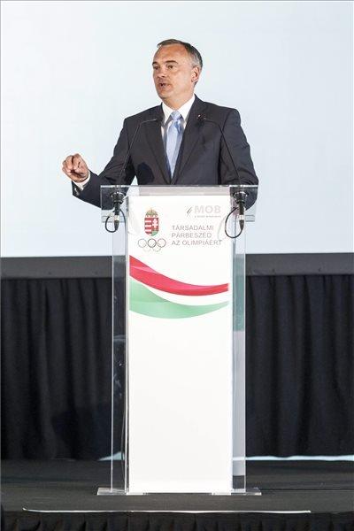 Borkai Zsolt, a Magyar Olimpiai Bizottság (MOB) elnöke beszél a Mit nyer Budapest az olimpiával? című, a Társadalmi párbeszéd az olimpiáért konferenciasorozat nyitóeseményén a budapesti Bálna kereskedelmi, kulturális, szórakoztató és vendéglátó centrumban 2015. május 13-án. MTI Fotó: Szigetváry Zsolt