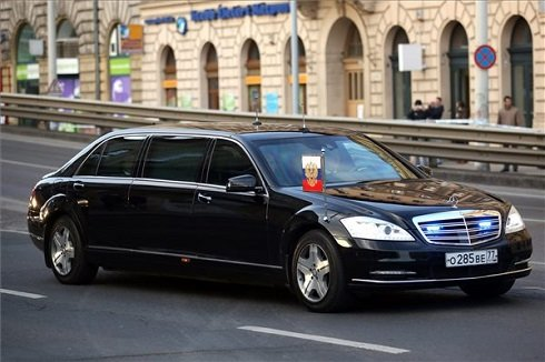 putyin-elnoki-limuzin