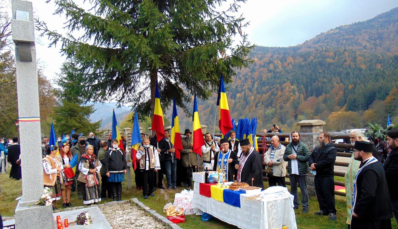 roman-provokacio-az-uzvolgyi-magyar-temetoben