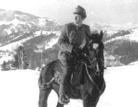 Vitéz Sebő Ödön az apró hegyi hátaslovon (1944. február-március) Fotó: donci.blog