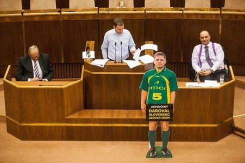 szlovak_parlament