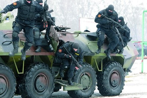 Ukrajnai zavargások - Belügyi csapatokat vezényeltek a Krímből Kijevbe