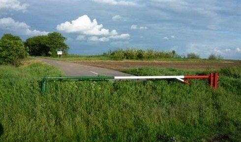 Használatlanok a magyar-román határt átszelő, közelmúltban épített utak