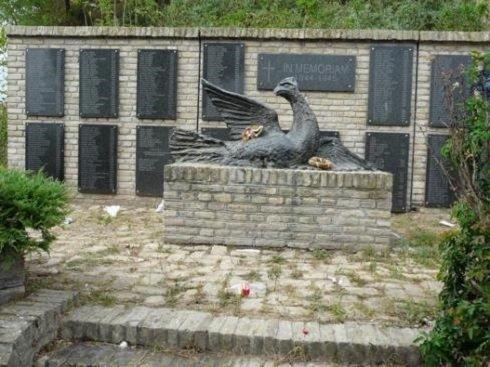 Délvidék - Szabadkán ellopták a temetőből az 1944/45-ös vérengzések emlékére állított szobrot